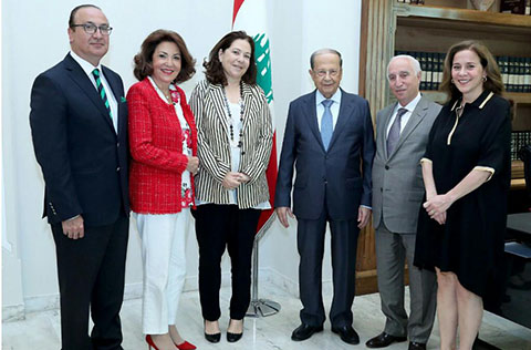 committee-visiting-president